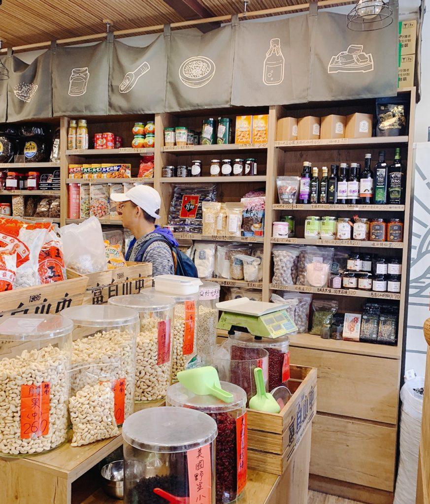 富自山中台北迪化街でお土産を買う